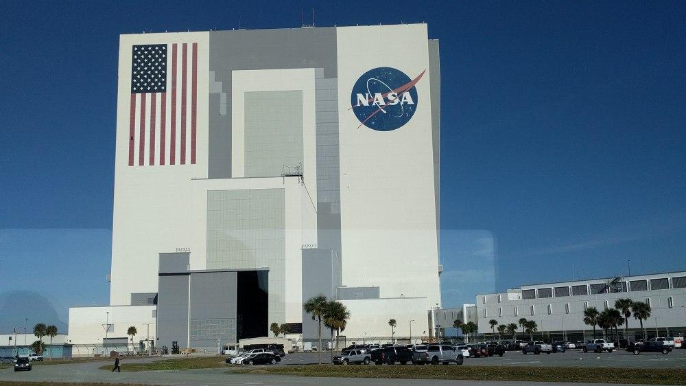 1920px-Kennedy_Space_Center_VAB.jpg