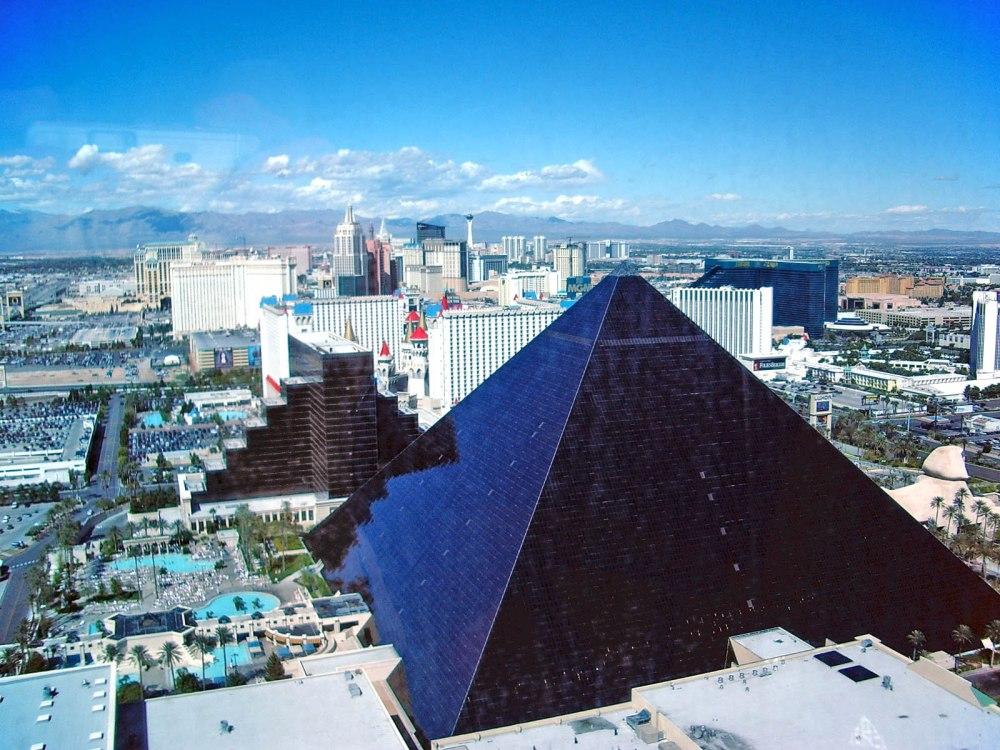 1993. Luxor Las Vegas.jpg