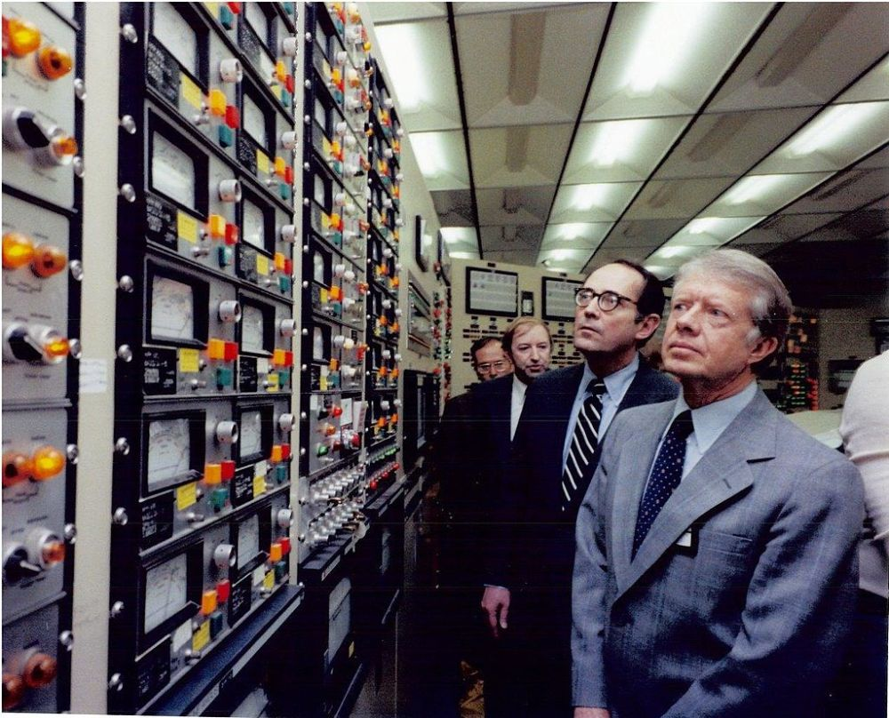 President_Carter_in_the_TMI-2_Control_Room.jpg